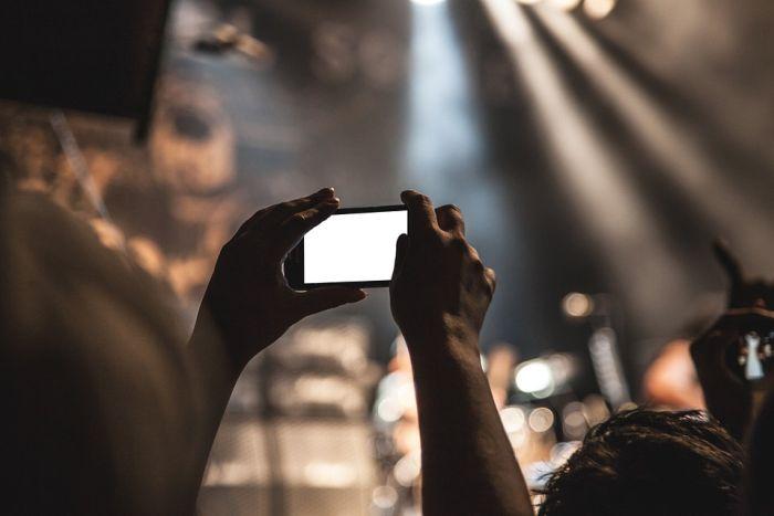 smartphone durant un concert